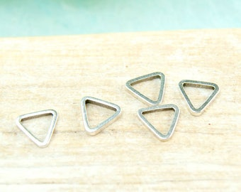 5x ring 7mm Triangle antique silver plated #4446