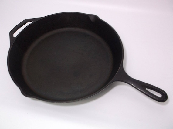 Lodge Brand Cast Iron Skillet 12 inch with double handles -Solid Iron Black Pan Pre-owned - Excellent condition - No cracks or breaks