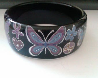 black plastic bangle with butterflies and flowers pattern