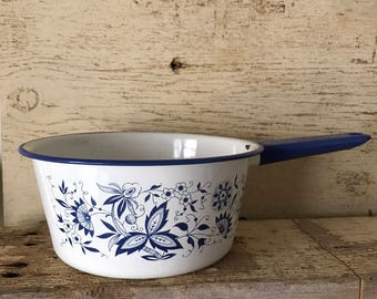 blue onion pattern enamelware pan 7 1/2""
