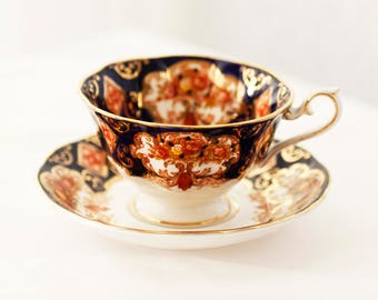 """Very beautiful Imari-style Royal Albert 's """"Heirloom"""" Cup And Saucer in AVON shape c1980s"""