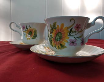 Vintage Royal Grafton fine bone China matching tea cup set with saucers for 2