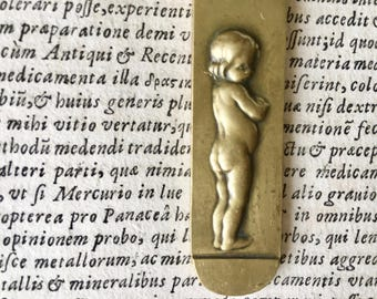 """French Brass Letter Opener with Child and Engraved Writing """"I Don't Cut Friendship"""", Edmé Bouchardon Enfant Antique Paper Knife Art Deco Era"""