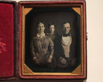Early Family Portrait Daguerreotype, 19th Century Antique Photo in Full Leather Case