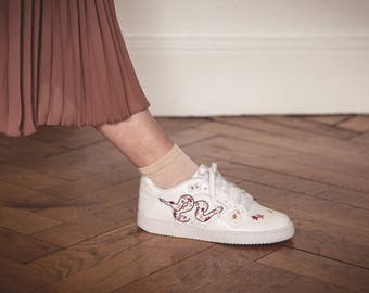 Nike sneakers embroidered snake with flowers pattern