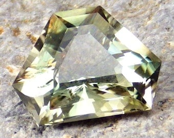 Green Oregon Sunstone 2.81 Ct Flawless-Natural Untreated-American Gemstone-For Beautiful Jewelry!