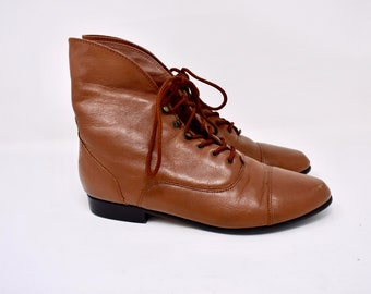 brown leather VICTORIAN style lace up booties / size 8.5