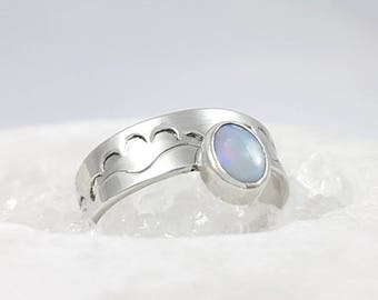 LaoOne * Sterling Silver Ring * with a beautiful Opal