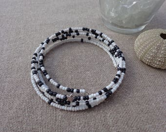 Bangle 5 towers in black and white beads