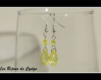 Earrings and its drop yellow with router