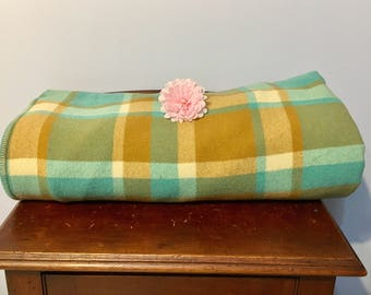 Double bed wool blanket retro