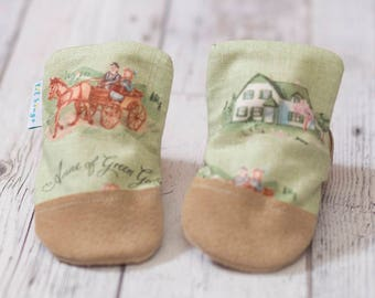 Anne of Green Gables Print Baby Shoe, Soft Sole Baby Shoe, Baby Booties, Non Slip, Handmade, Genuine Suede, Vintage Print, Baby Moccasins