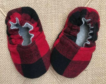 Reversible Baby Shoe Crib Shoe Baby Mocs Crawler Shoe baby gift baby feet fashion Soft Sole Shoes lumberjack baby slippers baby booties