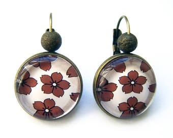 Earrings style sleeper Japanese inspired flowers.