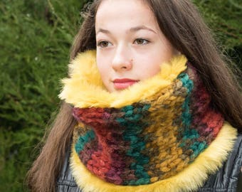 Faux fur scarf / Fur cowl scarf / Yellow fur scarf /Reversible cowl scarf/ Fur infinity scarf / Yellow faux fur  / Womens fur scarf /