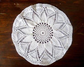 ' White cotton doily Pearl handles. Pearl white cotton doily