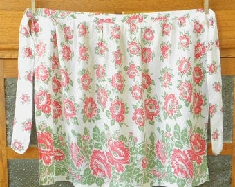 Red Peonies Floral Vintage Half Apron, Old Style, Country Chic, Farmhouse Style, Spring, Easter, Kitchen, Work, Garden, Outdoor, Old