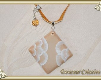 Choker necklace beige gold white lace flowers 112001