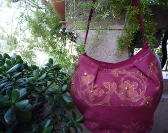 Red motives cotton city bag encircled in gold