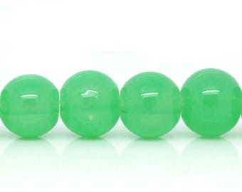 Set of 5 round 8mm green glass beads
