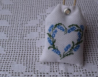 Sachet scented with Lavender - white Pincushion embroidered Lavender heart cross stitch - scent of Cabinet