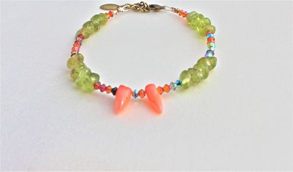 bracelet with gemstones : orange coral, peridot and bicones swarovski