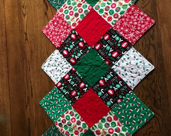 Christmas quilted table runner in red and green fabrics/ table topper,zig zag shape
