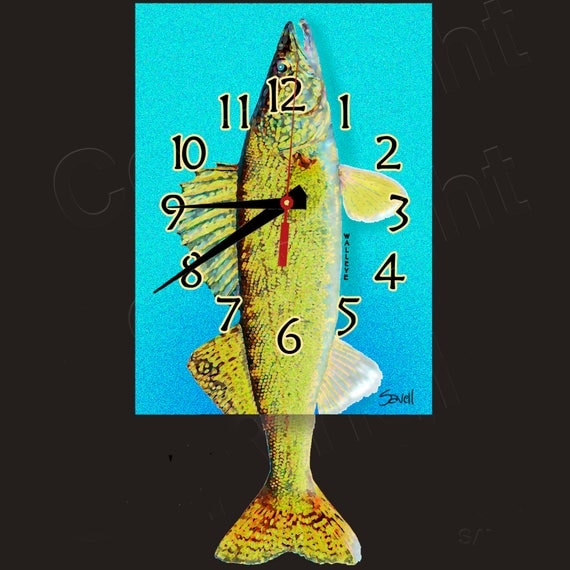 Walleye Clock with Swinging Tail Pendulum
