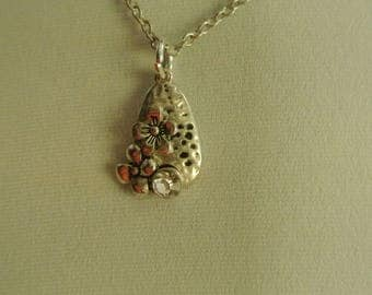 A Cute Silver Pendant with Flowers and Faux Diamond