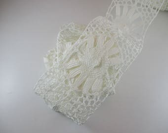 Cotton lace, Ribbon lace between two colors: off white, 10 cm wide.