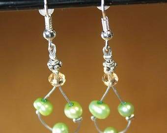 Earrings with freshwater pearl A4 glass bead and green