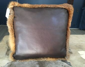 Leather cushion with red fox fur