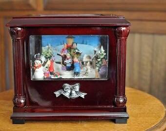 Vintage Music Box Christmas Carolers / We Wih You a Merry Christmas Music Box / Scenic Carolers Music Box