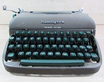 Remington Travel Riter Typewriter, Army Green Type writer Hard Case, Portable Industrial Typewriter, Working Typewriter, Vintage Typewriter