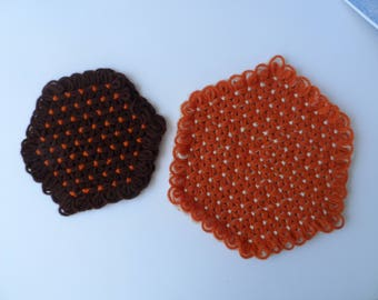 Free Shipping in USA  Set of 2 Hand Made Yarn Trivets Hot Pads Daisy Loom  Loomed Six Sided   Brown, Orange, Burnt Orange, Cream  1619D