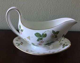 Wedgwood Wild Strawberry Gravy Boat with Underplate