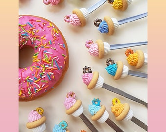Mini spoons with donut, assorted colors