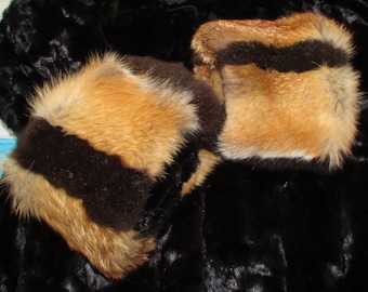 "Chic paire de manchettes (cuffs) de fourrure de renard roux et opossum brun  /Superb pair of red fox fur/ brown opossum fur  cuffs  19"" X 6"""