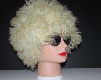 """Très beau chapeau de fourrure de mouton frisé/Beautiful  curly lamb fur hat     size   21""""3/4"""
