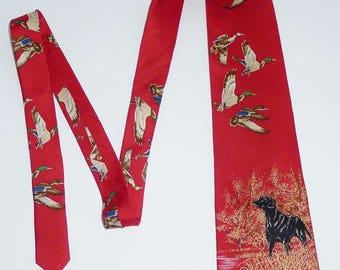 DUCKS UNLIMITED  beautiful vintage red necktie Labrador ducks hunting - 100% silk. -Belle cravate rouge de Canards Illimités