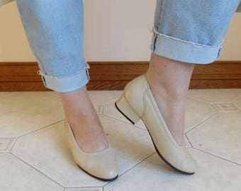 80's Cream Block Heel Leather Flats / Round Toe Slip On Mule / Everyday Classic Pumps Shoes / Vintage Retro Size 7
