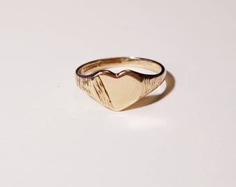 Vintage heart shaped signet ring in yellow gold