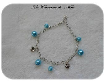 Charm bracelet turquoise beads and small flowers