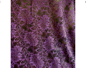 Scalloped edged lace fabric, lilac/purple