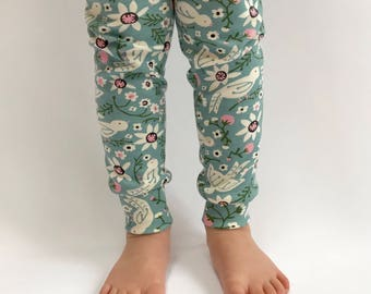 "Eddie & Bee organic cotton leggings in Mineral ""Tweet Tweet"" print."