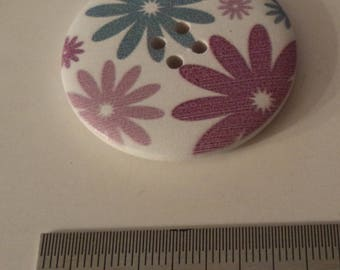 7 wooden buttons with 4 cm of superb quality blue and purple flowers