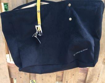 Black spirit door alcantara hand or shoulder purse