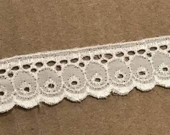 Ribbon embroidery English 1.5 cm wide white color
