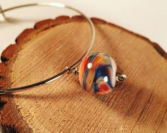 Asjustable bangle bracelet with lamwork bead