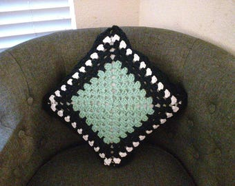 Tutorial FREE Shipping kit of yarn and pattern document for a DIY crochet cushion.